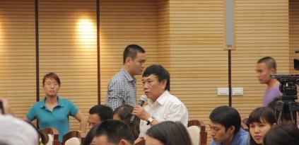Gặp mặt người 'bí ẩn' tại buổi họp báo về chặt cây xanh - Ảnh 1