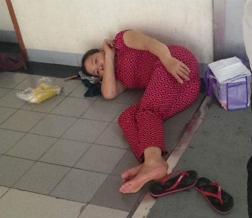 Vạ vật chống chọi với cái nắng 39 độ C trong bệnh viện - Ảnh 4