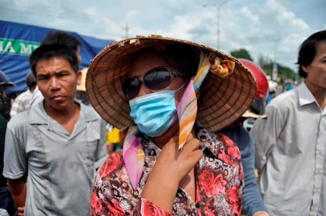 Vụ thảm sát ở Bình Phước: Xót xa phận mồ côi của bé 18 tháng tuổi - Ảnh 1