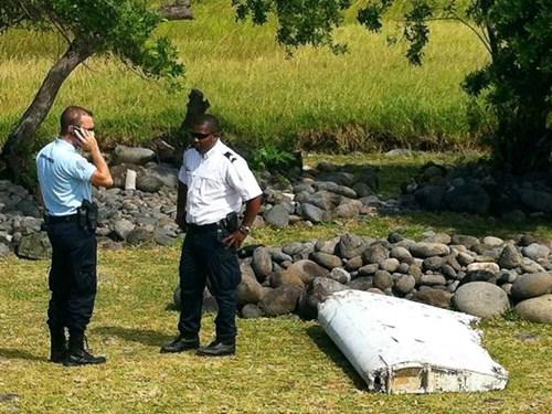 Máy bay MH370 vẫn nguyên vẹn khi rơi xuống biển? - Ảnh 1