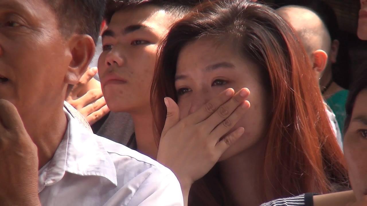 Chùm ảnh: Giọt nước mắt đón người thân được đặc xá trở về - Ảnh 6