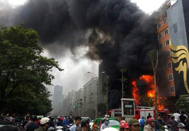 Vụ cháy quán karaoke khiến 13 người tử nạn: Trách nhiệm thuộc về ai? - Ảnh 1