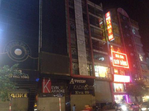 Các quán karaoke Cầu Giấy có thực hiện nghiêm việc dừng hoạt động? - Ảnh 1