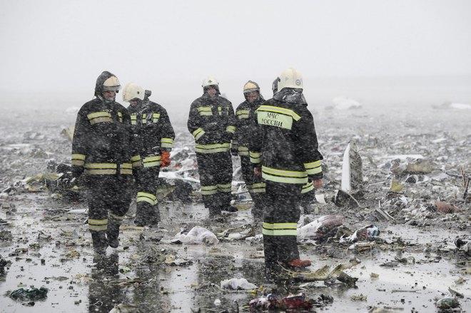 Hiện trường thảm khốc vụ máy bay chở 62 người rơi tại Nga - Ảnh 1