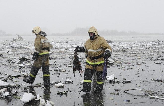 Hiện trường thảm khốc vụ máy bay chở 62 người rơi tại Nga - Ảnh 2