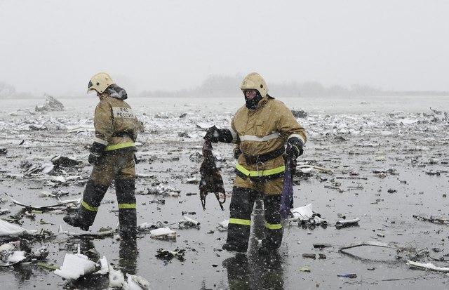 Hiện trường thảm khốc vụ máy bay chở 62 người rơi tại Nga - Ảnh 4