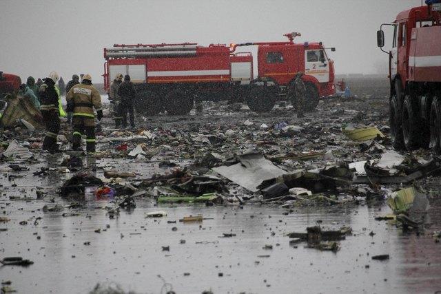 Hiện trường thảm khốc vụ máy bay chở 62 người rơi tại Nga - Ảnh 5