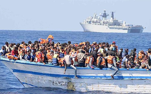 15 người mất tích trong vụ tàu di cư bị chìm trên biển Địa Trung Hải - Ảnh 1