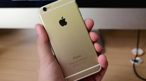 Không nhận lỗi, FPT Shop vẫn đổi iPhone 6S Gold mới cho khách - Ảnh 1