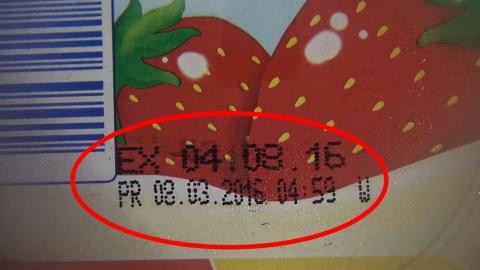 """Sữa Kidsmix Premium bị nghi tẩy date: Công ty """"quên"""" xem sản phẩm - Ảnh 1"""