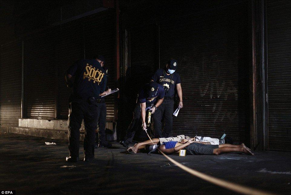 """Bắn 300 người giữa phố, Philippines """"rắn"""" hay tàn nhẫn? - Ảnh 2"""