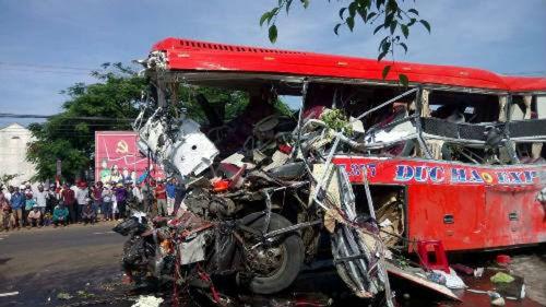 Chùm ảnh hiện trường vụ tai nạn thảm khốc ở Gia Lai khiến 12 người chết - Ảnh 3