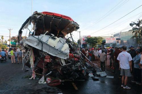 Chùm ảnh hiện trường vụ tai nạn thảm khốc ở Gia Lai khiến 12 người chết - Ảnh 5