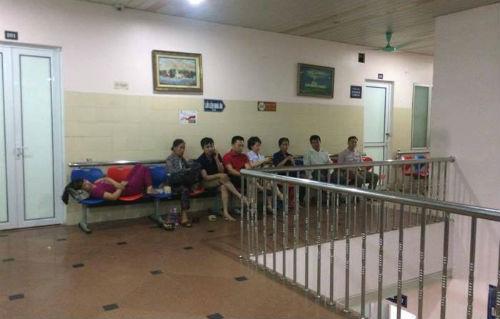 Côn đồ lao vào bệnh viện chém người: Nhân chứng kể lại phút kinh hoàng - Ảnh 1