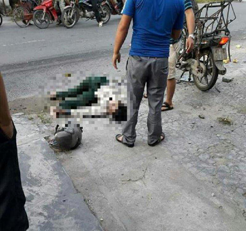 Ô tô đâm người bán vịt tử vong rồi lao vào bụi chuối - Ảnh 1