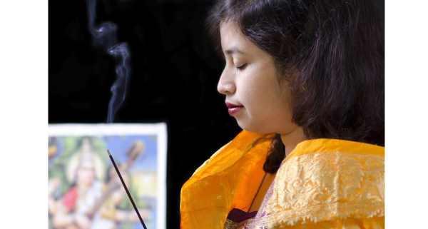 Khói nhang độc hại không kém thuốc lá - Ảnh 1