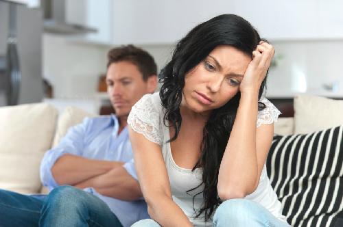 Day dứt với bí mật 10 năm lén lút giấu chồng ngoại tình - Ảnh 1