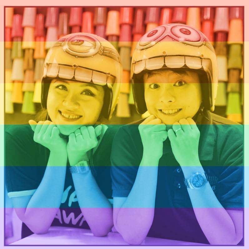 Cộng đồng LBGT ăn mừng ngày Mỹ chấp nhận hôn nhân đồng giới - Ảnh 4