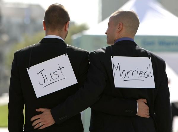 Cộng đồng LBGT ăn mừng ngày Mỹ chấp nhận hôn nhân đồng giới - Ảnh 2