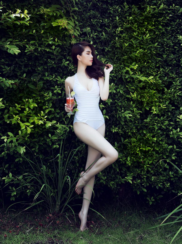 Ngọc Trinh bất ngờ nhận giải Nữ hoàng bikini ở Hàn Quốc - Ảnh 2