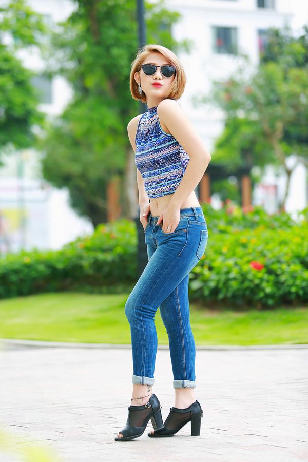 Trang Cherry quần jeans, áo hai dây sexy xuống phố - Ảnh 12
