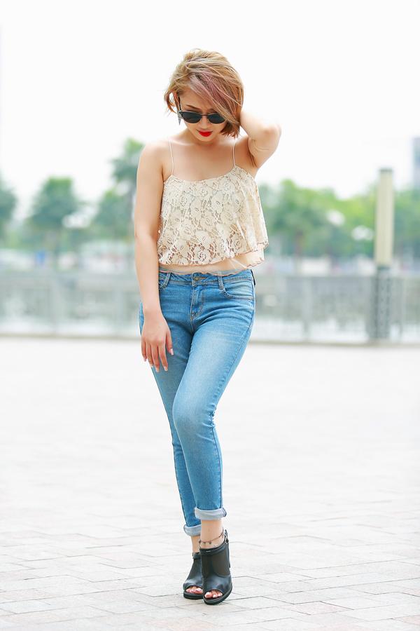 Trang Cherry quần jeans, áo hai dây sexy xuống phố - Ảnh 7