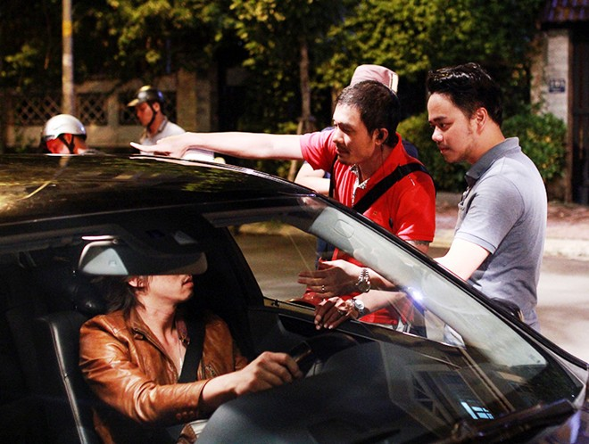 Trang Nhung giận chồng vì đập vỡ kính xe 2 tỷ để làm phim - Ảnh 1