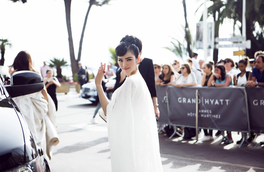 Lý Nhã Kỳ tinh khôi đọ sắc Phạm Băng Băng trên thảm đỏ Cannes - Ảnh 8