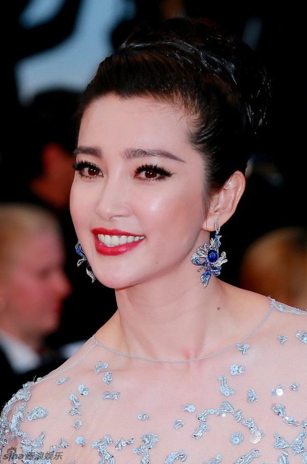Lý Băng Băng diện váy xuyên thấu sexy trên thảm đỏ Cannes - Ảnh 1