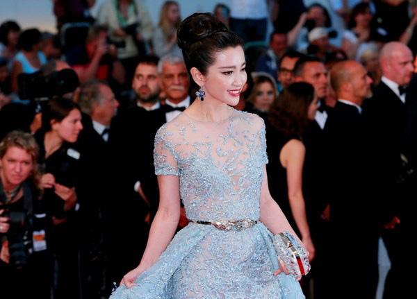 Lý Băng Băng diện váy xuyên thấu sexy trên thảm đỏ Cannes - Ảnh 4