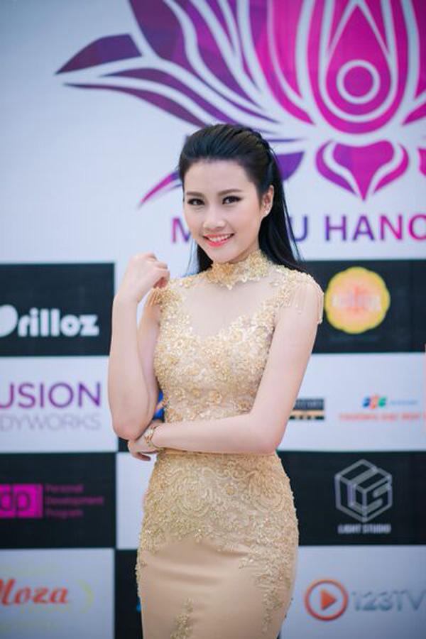Top 5 Hoa hậu Việt Nam diện đầm ren ôm sát gợi cảm cháy bỏng - Ảnh 4
