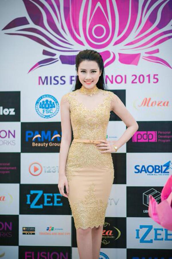 Top 5 Hoa hậu Việt Nam diện đầm ren ôm sát gợi cảm cháy bỏng - Ảnh 9