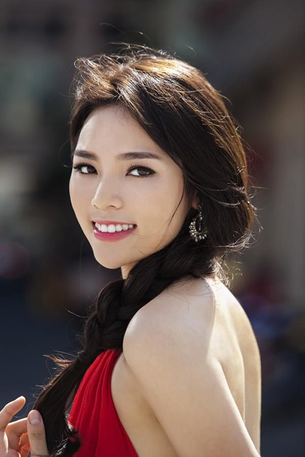 """Kỳ Duyên - Angela Phương Trinh """"đụng"""" váy yếm, ai đẹp hơn? - Ảnh 3"""