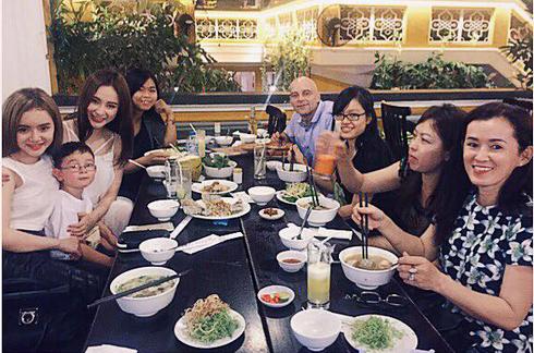 """Angela Phương Trinh khoe """"em trai út"""" đẹp như hot boy - Ảnh 4"""