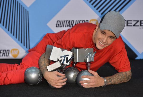 """Justin Bieber bội thu, Sơn Tùng """"trắng tay"""" tại EMA 2015 - Ảnh 1"""
