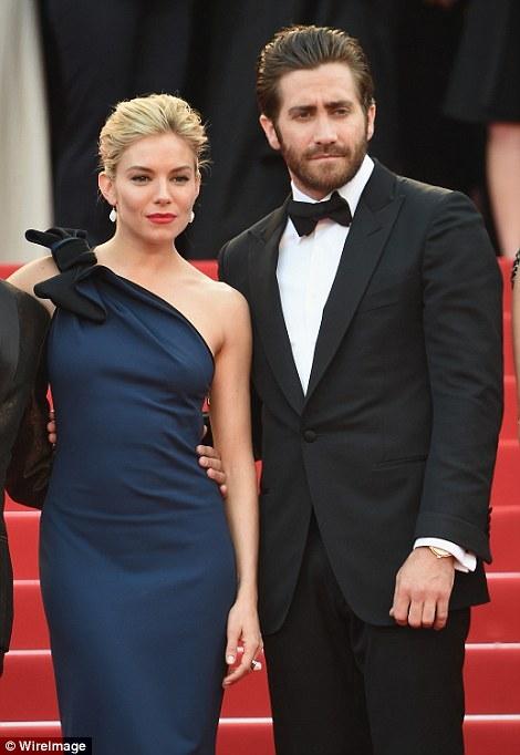 Những bộ cánh lộng lẫy của sao trên thảm đỏ LHP Cannes 2015 - Ảnh 10