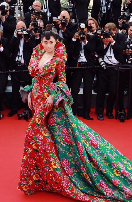 Những bộ cánh lộng lẫy của sao trên thảm đỏ LHP Cannes 2015 - Ảnh 4