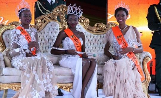 """Lộ ảnh khỏa thân, Tân Hoa hậu thế giới Zimbabwe bị """"phế truất""""  - Ảnh 2"""