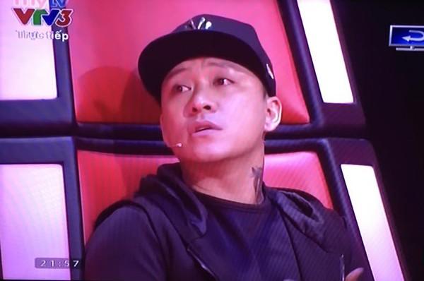 Giọng hát Việt liveshow 2: Tuấn Hưng nghẹn ngào rơi nước mắt khi tâm sự về bố - Ảnh 2