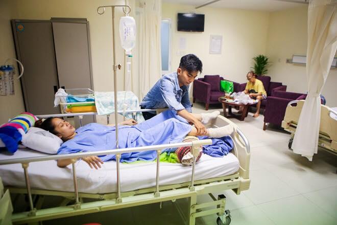 Phan Hiển chăm sóc mẹ con Khánh Thi từng li từng tí - Ảnh 1