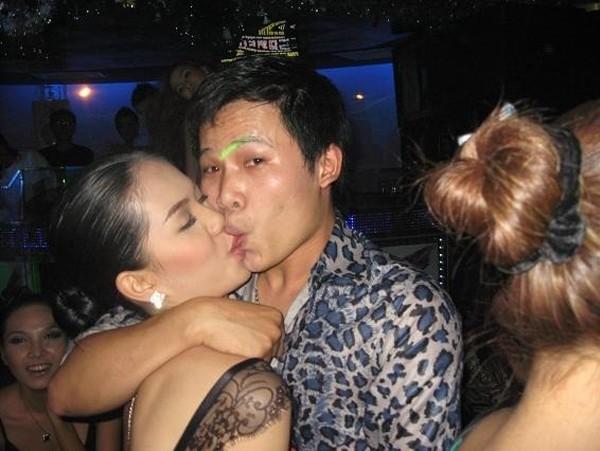 """Ngày quốc tế nụ hôn gợi nhớ những màn """"khóa môi"""" gây sốc - Ảnh 7"""