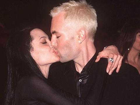 """Ngày quốc tế nụ hôn gợi nhớ những màn """"khóa môi"""" gây sốc - Ảnh 2"""