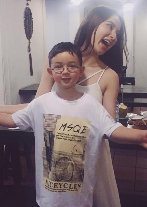 """Angela Phương Trinh khoe """"em trai út"""" đẹp như hot boy - Ảnh 2"""
