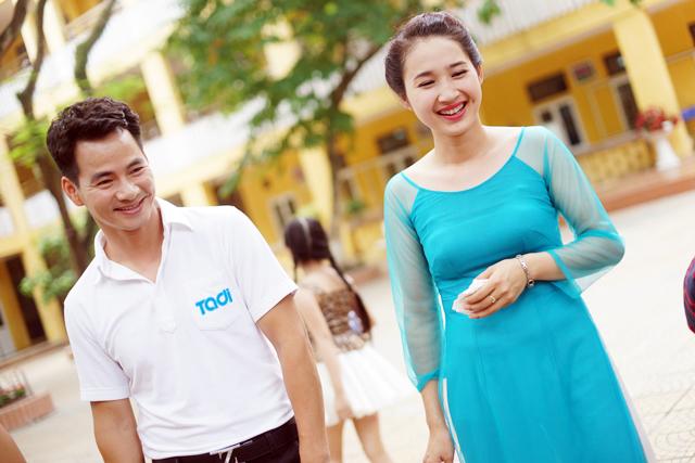 Danh hài Xuân Bắc tình tứ bên cô giáo hot girl - Ảnh 2