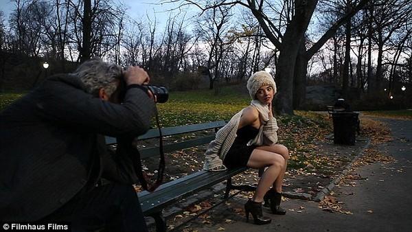 Mark Reay: Ban ngày làm người mẫu, đêm làm người vô gia cư - Ảnh 5