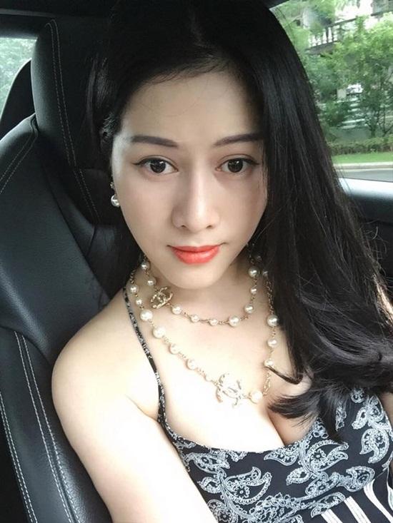 """Cận cảnh nhan sắc vợ trẻ của diễn viên """"đầu gấu"""" nhất Việt Nam - Ảnh 10"""