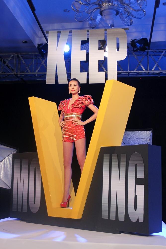 """Vietnam's Next Top Model 2015 tập 2: Thí sinh """"vồ ếch"""" vì đi giày 20cm - Ảnh 1"""