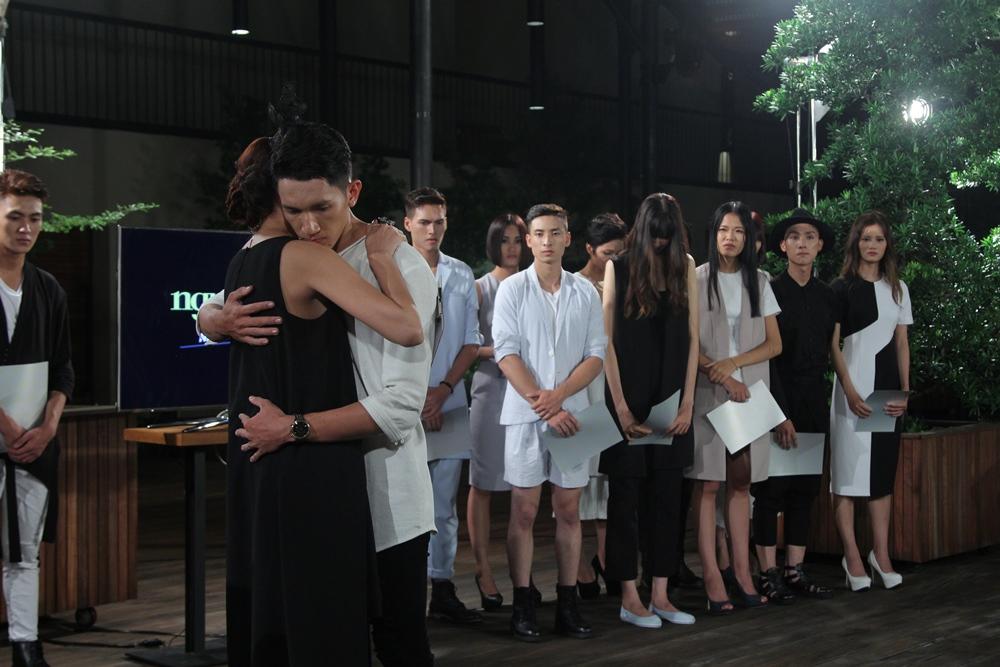"""Vietnam's Next Top Model 2015 tập 2: Thí sinh """"vồ ếch"""" vì đi giày 20cm - Ảnh 14"""