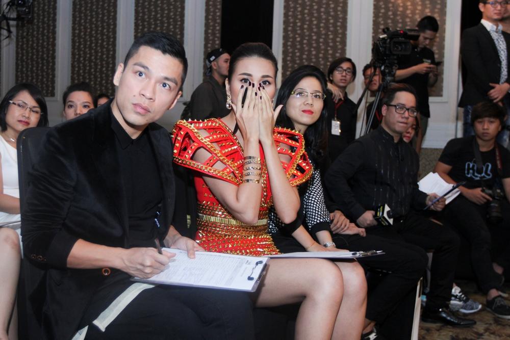 """Vietnam's Next Top Model 2015 tập 2: Thí sinh """"vồ ếch"""" vì đi giày 20cm - Ảnh 6"""