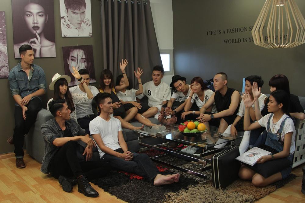 """Vietnam's Next Top Model 2015 tập 2: Thí sinh """"vồ ếch"""" vì đi giày 20cm - Ảnh 11"""
